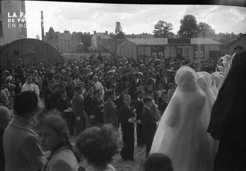 Communion au milieu des baraquements