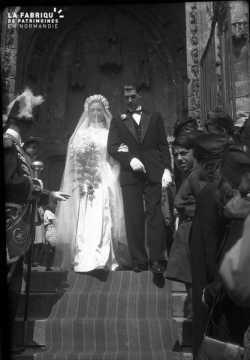Mariés sur le parvis de l'église Saint-Gervais