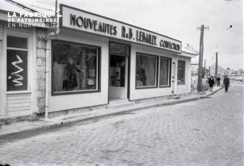 Vitrine de boutique à Falaise