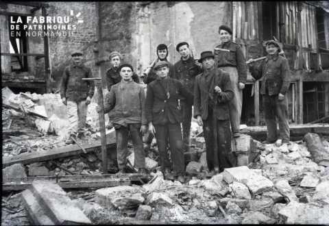 Ouvriers du bâtiment à Falaise