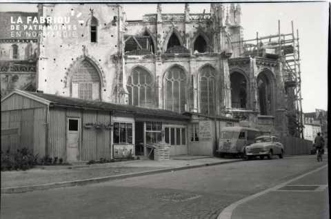 Boutique temporaire (baraquement) à Falaise