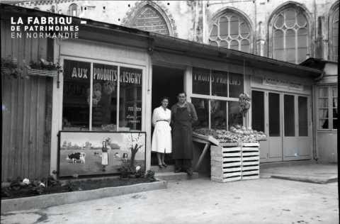 Vitrine de boutique temporaire (baraquement) à Falaise