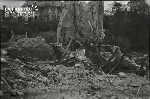 Habitation bombardée à Falaise