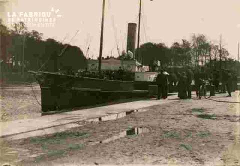 Orne ou Canal, bateau à quai