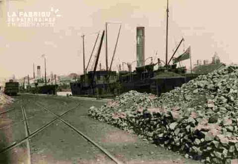 Quai G.Lamy ou le canal, minerai de fer et train