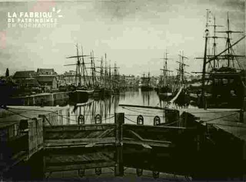 Bassin Saint Pierre, bateau à voile, porte de l'Orne