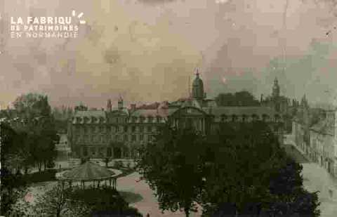 Mairie ancienne et kioske avt 1936