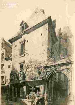 Maison ancienne renaissance avec porche