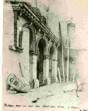 Portique d'une cour, r Saint Jean N° 30