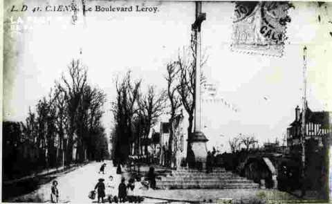 Le Boulevard Leroy.Le Signe de Croix+timbre