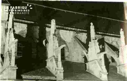 Saint Etienne le Vieux.Pinnacles illuminés  BMC