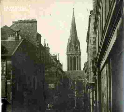 Saint Pierre.clocher et portail
