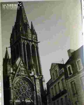 Saint Pierre.Rosace et clocher