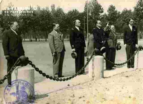 Cérémonie au Monument aux morts.visa