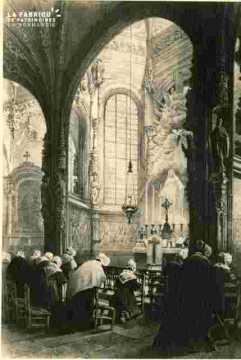 Saint Pierre.  Clé de voute et chapelle très abimé      BMC