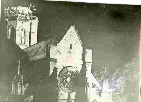 Saint Etienne le Vieux iluminé, tour & rosace
