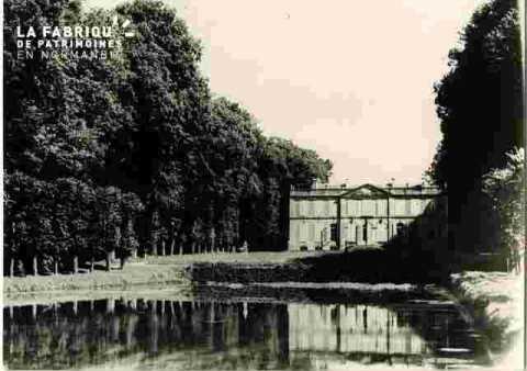 Chât.de Canon, le bassin, le château