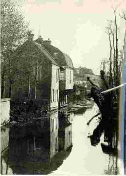 Bord de rivière et maison XVIII ème