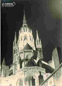 Cathedrale,  tour lanterne illuminée