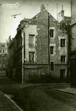 Immeuble rue Leroy et rue des Chanoines