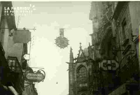 Horloge suspendue à Argentan