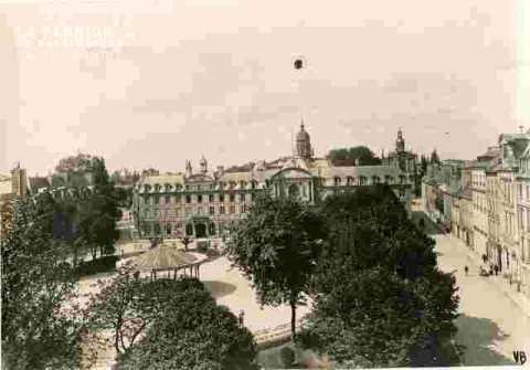 Monuments in English-Château-Saint Etienne-Trinité-R Saint Pierre