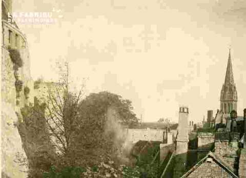 Fossé et maisons près du logis du Gouverneur