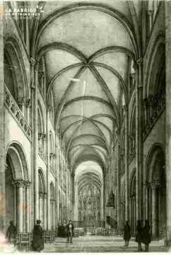 Abbaye aux dames, la nef intérieur, abimé