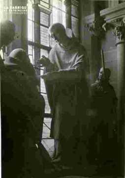 Groupe sculpté:La communion de Saint Benoit.
