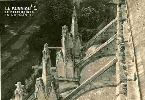 Saint Etienne le vieux, arc boutants et pinacles