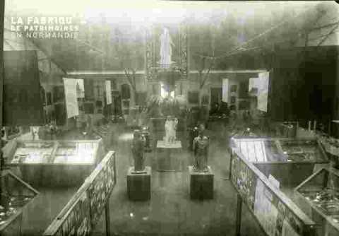 Vue latérale coté S-N, lutrin de Démouville au 1er plan