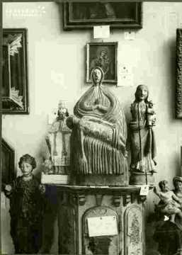 Vierge de présentation, bois sculpté polychrome XVIIè