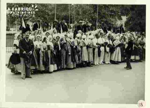 Fêtes Provençales.Présentation du drapeau de l'Académie Provençale