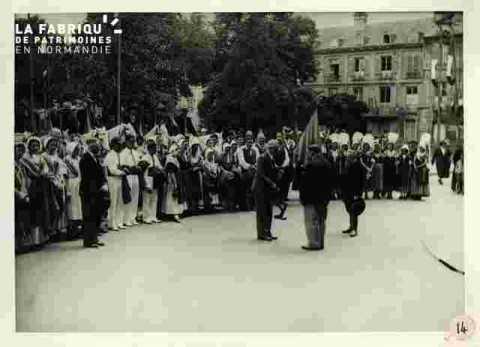 Fêtes Provençales. L'Académie Provençale entonne un hymne