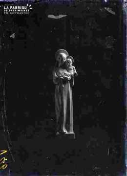 Statue de vierge ou religieuse