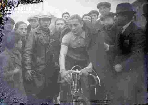 cyclisme, coureur prèt à partir
