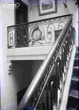 Banque de France ?Escalier et grille sglée SG