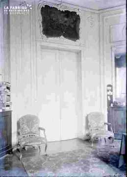 Banque de France ?Salle avec glace et porte