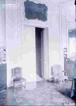 Banque de France ?Salle avec  porte