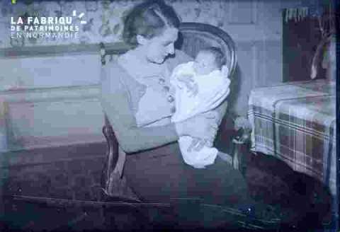 couple agé avec bébé