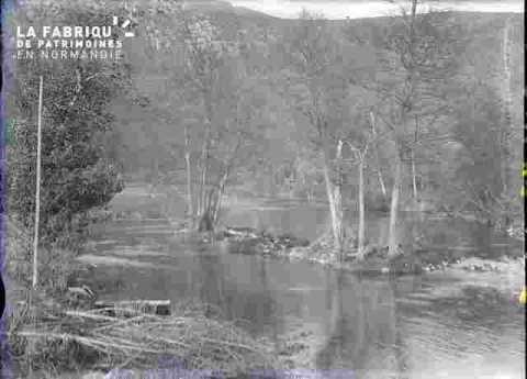 Paysage avec rivière et bois