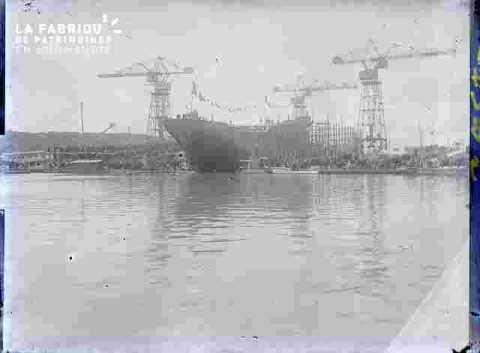 Construction navale.Les grues