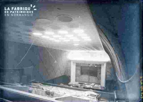"""Salle du cinéma """"""""Normandie"""""""" plafond et scène"""
