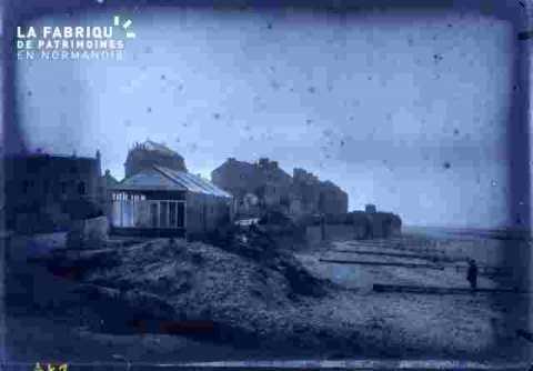Bord de mer avec habitations