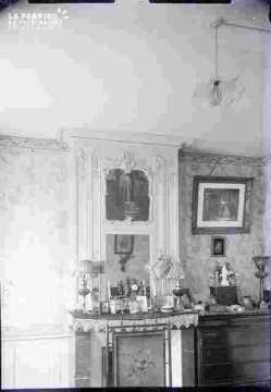 Salon avec glace et pendule et tableaux, Préfecture ?