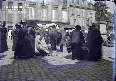 Marché sur la  place Saint Sauveur