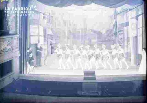 Scène avec groupe de danseuses, revue?