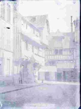 Rue avec maisons anciennes