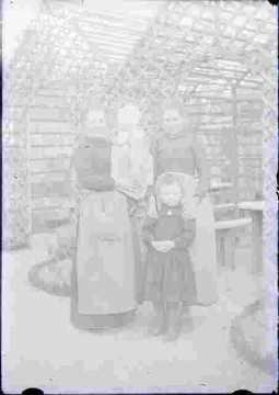 trois femmes et une petite fille