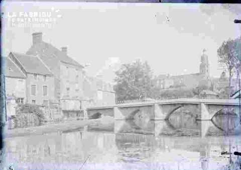 Pont ancien en ville